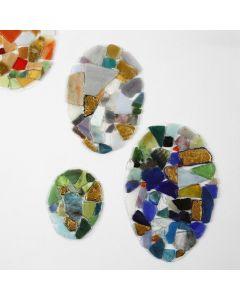 Huevos de papel de aluminio decorados con mosaico