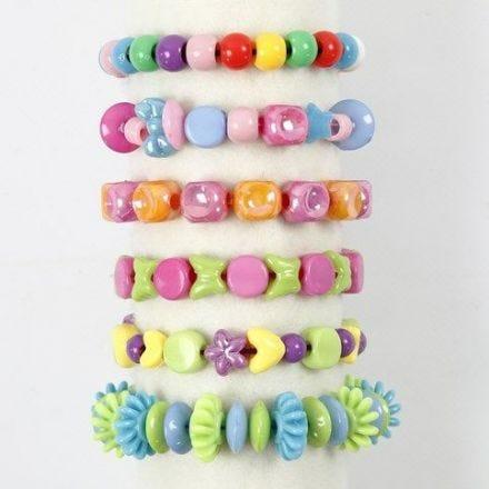 Pulseras con cuentas de plástico y cuerda elástica