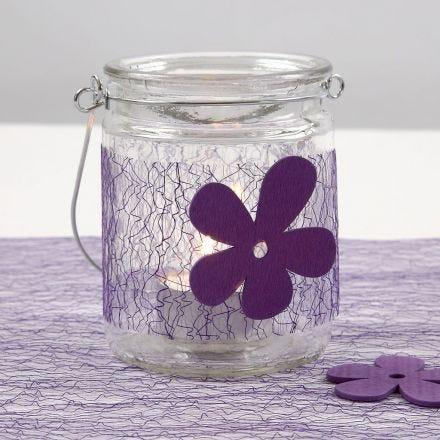 Portavelas con tela lila y flor de madera