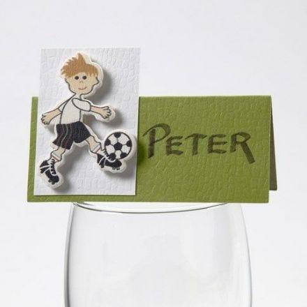 Pegatina de madera fútbol sobre tarjeta de comensal Happy Moments