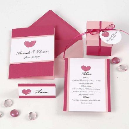 Invitación, tarjeta de menú y porta nombre en rosa y rojo