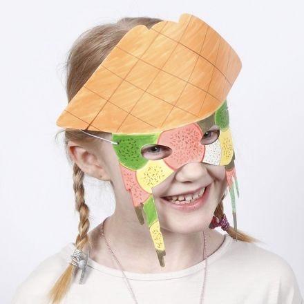 Máscara de cartón decorada con rotuladores