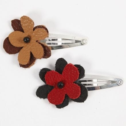 Clip de pelo con flor de cuero