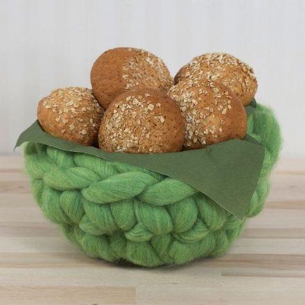 Una cesta de ganchillo con lana XL Chunky