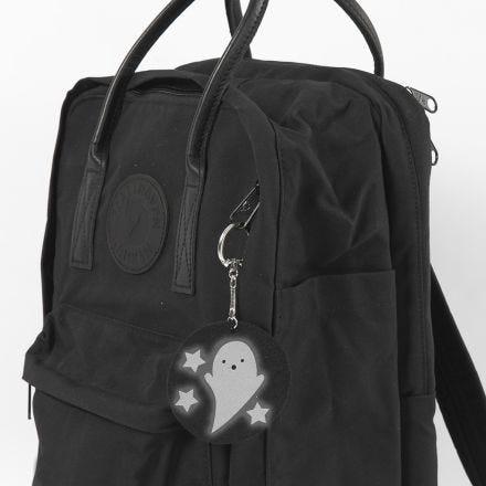 Un fantasma como colgante para la mochila del colegio