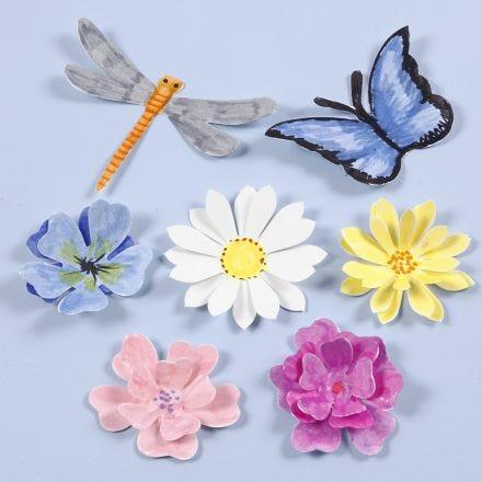 Insectos y flores troquelados con un efecto 3D