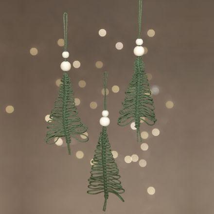 Un árbol de Navidad de macramé colgante.