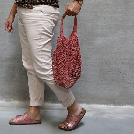 Una bolsa de compras de ganchillo de hilo de algodón