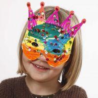 Máscaras decoradas con rotuladores y lentejuelas