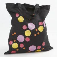 Una bolsa de compra con un diseño de plantilla metálico