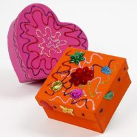 Cajas de papel maché con pegamento con purpurina