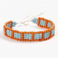 Escuela de joyería: una pulsera tejida en un telar