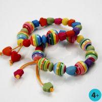 Pulsera colorida con cuentas de plástico