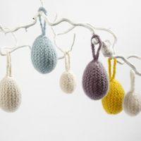 Huevos envueltos con lana fieltrada