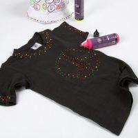 Una camiseta negra decorada con 3D Liner