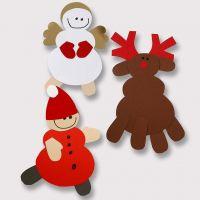 Un reno y otros adornos de navidad de cartulina