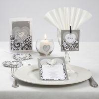 Serie de postales con corazones de vellum y pegatinas de madera