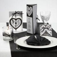 Serie de postales con papel estampado, corazones de filigrana y cordón natural