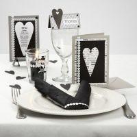 Serie de postales con papel estampado y cinta satinada con corazones