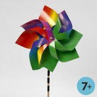 Molinillo de viento con cartulina arcoíris