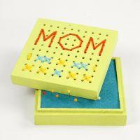 Caja de madera con bordado en la tapa