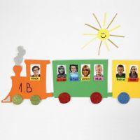 Presentación de fotos en un tren hecho de espuma.