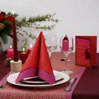 Tarjeta de felicitación roja con tela perforada dorada y lazo de cinta