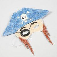 Colorear una máscara con lápices de colores