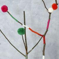 Pompones de diferentes tamaños hechos con la plantilla