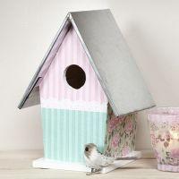 Casa para pájaros con techo metalizado con decoupage