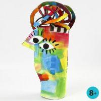 Una escultura de goma eva pintada