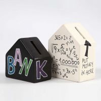 Hucha de terracota decorada con texto y números