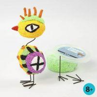 Pájaro de Foam Clay sobre huevo de poliestireno y patas metálicas