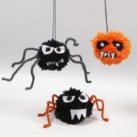 Animalillos de Halloween hechos con pompones, limpiapipas y fieltro