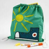 Decoración textil con ceras de colores en una bolsa de cierre con cordón