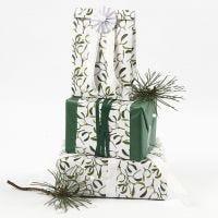 Envoltura de regalos con papel de seda y papel decorado de Vivi Gade