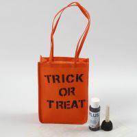Bolsa naranja para Halloween decorada con texto