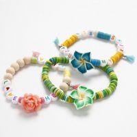 Pulseras elásticas con cuentas de colores de verano