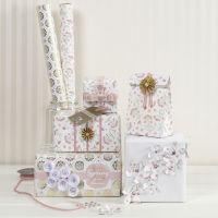 Envolver regalos con materiales Vivi Gade de diseño romántico