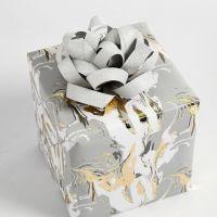 Regalo decorado con roseta de papel
