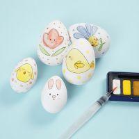 Huevos de Pascua con un diseño de acuarela