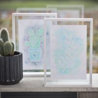 Una imagen dibujada con Drawing Gum y pintada con Aqua Paint en un marco de doble cara