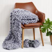 Una manta tejida a mano de lana acrílica XL.