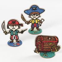 Piratas y cofre del tesoro de madera rellenado con Foam Clay