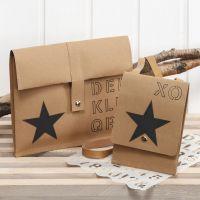 Bolsas decorativas hechas de papel de imitación al cuero