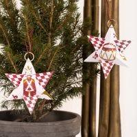 Una estrella navideña con papel decorado con el motivo Cascanueces