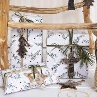 Envoltorio de Navidad con motivo de ramas verdes