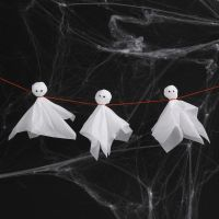 Fantasmas de papel de seda con ojos saltones