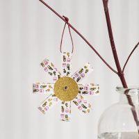 Una decoración colgante de Paper Star Strips y Glitter Paper