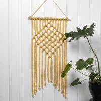 Un tapiz trenzado con Macramé de lana de algodón